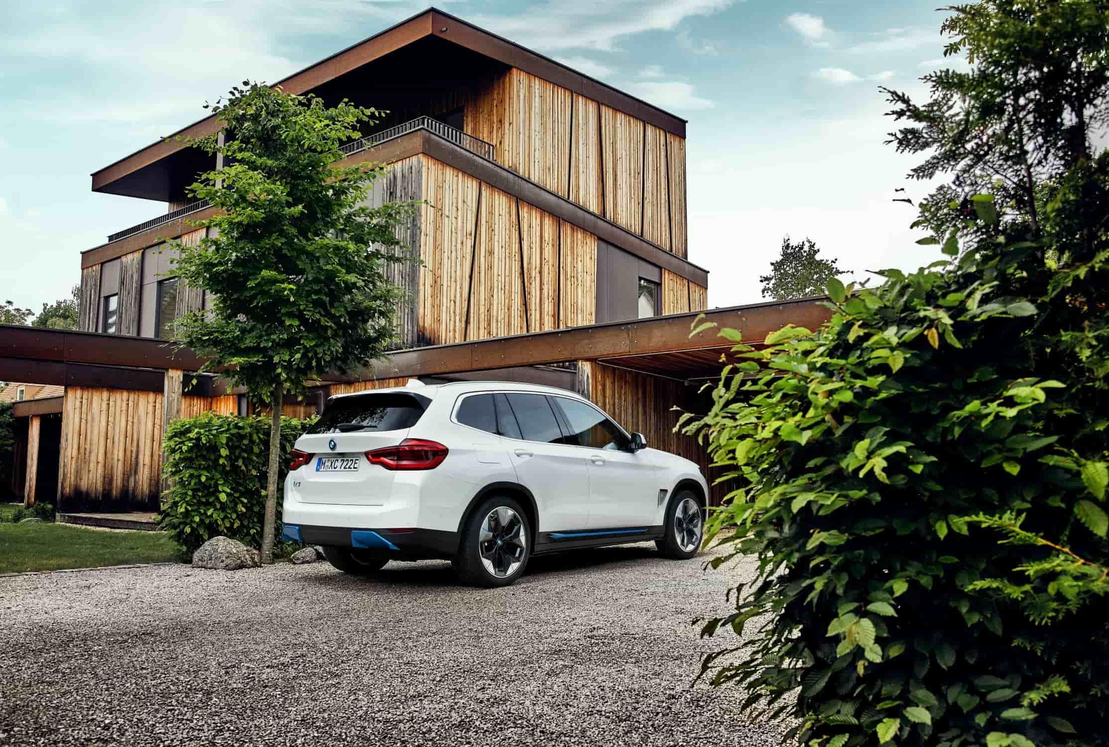 BMW iX3 Geparkeerd Schuin Achterkant