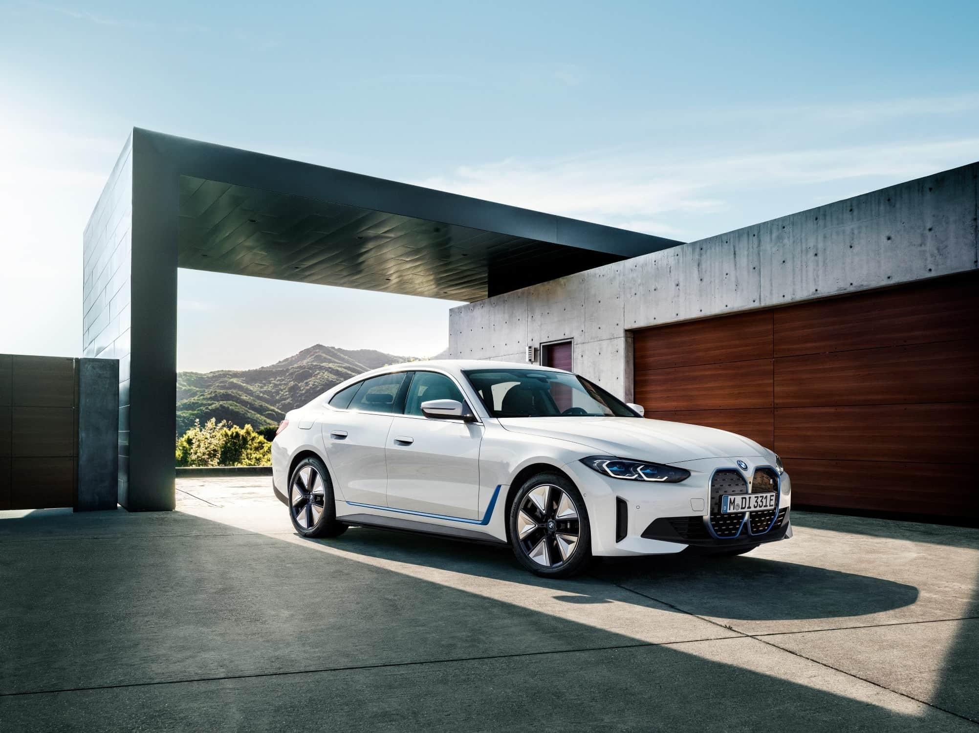 BMW i4 Zijkant