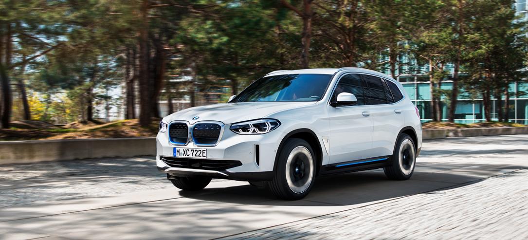 De BMW iX3 voorkant